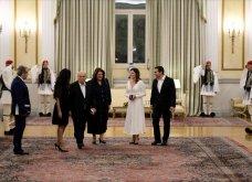 Δείπνο στο Προεδρικό Μέγαρο: Βαθύ ντεκολτέ και σκίσιμο στο φουστάνι της Μπέτυς Μπαζιάνα - Μπλε ρουαγιάλ για τη Γερμανίδα σύζυγο του Προέδρου (Φωτό) - Κυρίως Φωτογραφία - Gallery - Video 6