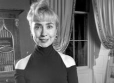 Vintage story: Όταν η Χίλαρι Κλίντον έβαλε έξωμο μαύρο φουστάνι το 1993, έγινε χαμός - Κυρίως Φωτογραφία - Gallery - Video