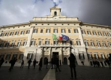 Ψηλοί και όμορφοι οι δύο Ιταλοί βουλευτές: Βιντεοσκοπήθηκαν να κάνουν σεξ στις τουαλέτες της Βουλής   - Κυρίως Φωτογραφία - Gallery - Video