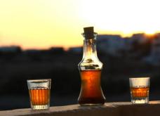 «Stin egia mas» γράφει ο Guardian και προσθέτει το ρακόμελο στη λίστα με τα 10 καλύτερα ποτά για το χειμώνα   - Κυρίως Φωτογραφία - Gallery - Video
