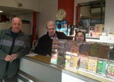 Λάρισα: Εμφανίστηκε ο υπερτυχερός του χριστουγεννιάτικου λαχείου που κέρδισε €2 εκατ. (Φωτό & Βίντεο) - Κυρίως Φωτογραφία - Gallery - Video