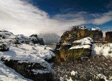 Το πρώτο χιόνι της χρονιάς στα Μετέωρα: Συγκλονιστικό θέαμα με τα πελώρια βράχια στα λευκά (Φωτό) - Κυρίως Φωτογραφία - Gallery - Video