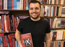 Aυτός ο χαμογελαστός νέος μόλις έγραψε το πρώτο του βιβλίο: Ο «Στόχος» του Παναγιώτη Δεληγιάννη - Τον συνάντησα στο Χαρτόπολις (φωτό) - Κυρίως Φωτογραφία - Gallery - Video