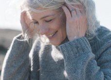 50 υπέροχες γυναίκες που λατρεύουν τα γκρίζα τους μαλλιά & μας τα παρουσιάζουν - Φώτο    - Κυρίως Φωτογραφία - Gallery - Video 31