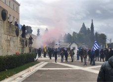 Επεισόδια στο Σύνταγμα: Η αστυνομία έριξε χημικά όταν διαδηλωτές επιχείρησαν να ανέβουν στη Βουλή (Φωτό) - Κυρίως Φωτογραφία - Gallery - Video