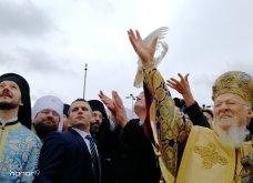"""Χιλιάδες πιστοί  έδωσαν το """"παρών"""" στον αγιασμό των υδάτων από τον Οικουμενικό Πατριάρχη στο Φανάρι (φώτο) - Κυρίως Φωτογραφία - Gallery - Video"""
