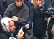 Στο στόχαστρο των κουκουλοφόρων δημοσιογράφοι και φωτορεπόρτερ - Στο νοσοκομείο ο Κώστας Νταντάμης (φώτο - βίντεο) - Κυρίως Φωτογραφία - Gallery - Video