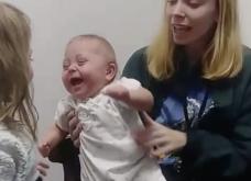 Βίντεο: Κοριτσάκι με ολική κώφωση ακούει για πρώτη φορά τη φωνή της αδελφής της & η αντίδρασή της είναι συγκινητική  - Κυρίως Φωτογραφία - Gallery - Video