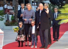 Τι κουκλιά είναι αυτά; - Η πριγκίπισσα Γκαμπριέλα του Μονακό και ο πρίγκιπας Ζακ αληθινοί ροκ σταρ στους δρόμους του πριγκιπάτου (φώτο) - Κυρίως Φωτογραφία - Gallery - Video 4