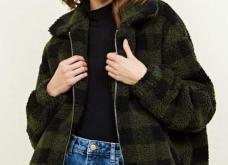 Παλτό ή ημίπαλτο fluffy: 12 εικόνες από την top τάση του φετινού χειμώνα που σας κρατάει ζεστές (Φωτό) - Κυρίως Φωτογραφία - Gallery - Video 2