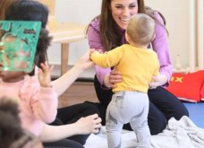 Απίθανο μώβ χρώμα το πουκάμισο Gucci 800€ της Kate Middleton - Έτσι ντυμένη επισκέφθηκε παιδικό σταθμό - Φώτο & Βίντεο   - Κυρίως Φωτογραφία - Gallery - Video