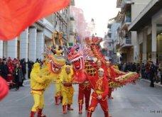 Πατρινό καρναβάλι 2019: Στο απώγειο το κέφι με τη νυχτερινή ποδαράτη παρέλαση! Οι καλύτερες από τις 300+ φώτο   - Κυρίως Φωτογραφία - Gallery - Video 26