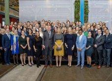 Η βασίλισσα Μαξίμα της Ολλανδίας με το ωραιότερο φουστάνι του φετινού χειμώνα: Γκρι μάλλινο  με μουσταρδί δαντέλα (φωτό) - Κυρίως Φωτογραφία - Gallery - Video 4