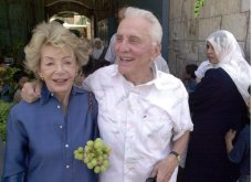 Love Story ετών 65 & τα μυστικά του: Ο γόης Κερκ Ντάγκλας 102 ετών & η 100 ετών σύζυγος του έκλεισαν 65 χρόνια γάμου (φώτο)  - Κυρίως Φωτογραφία - Gallery - Video 2