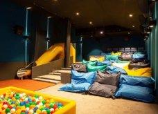 Κινηματογραφική αίθουσα VIP με διπλά κρεβάτια και αφράτα μαξιλάρια καλύπτει κάθε φαντασίωση των σινεφίλ (φωτό) - Κυρίως Φωτογραφία - Gallery - Video