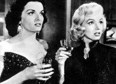 """32 φωτογραφίες από τις εκθαμβωτικές Μέριλιν Μονρόε & Τζέιν Ράσελ στα γυρίσματα της ταινίας """"Οι άντρες προτιμούν τις ξανθές""""  - Κυρίως Φωτογραφία - Gallery - Video 4"""