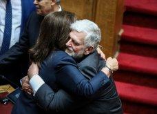 Λαμπερά χαμόγελα, φιλιά, αγκαλιές & κουβεντούλα - Το Backstage της ορκωμοσίας στη βουλή σε εικόνες (φώτο) - Κυρίως Φωτογραφία - Gallery - Video 17