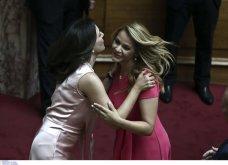 Λαμπερά χαμόγελα, φιλιά, αγκαλιές & κουβεντούλα - Το Backstage της ορκωμοσίας στη βουλή σε εικόνες (φώτο) - Κυρίως Φωτογραφία - Gallery - Video 19
