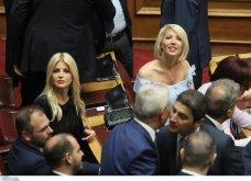 Λαμπερά χαμόγελα, φιλιά, αγκαλιές & κουβεντούλα - Το Backstage της ορκωμοσίας στη βουλή σε εικόνες (φώτο) - Κυρίως Φωτογραφία - Gallery - Video 24