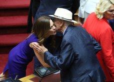 Λαμπερά χαμόγελα, φιλιά, αγκαλιές & κουβεντούλα - Το Backstage της ορκωμοσίας στη βουλή σε εικόνες (φώτο) - Κυρίως Φωτογραφία - Gallery - Video 8