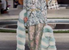 Φώτο-Βίντεο: Ο Fendi για τη νέα του κολεξιόν του ερχόμενου χειμώνα έκοψε τα μαλλιά των κοριτσιών του vintage σαν της Μιρέιγ Ματιέ   - Κυρίως Φωτογραφία - Gallery - Video 6