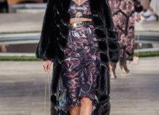 Φώτο-Βίντεο: Ο Fendi για τη νέα του κολεξιόν του ερχόμενου χειμώνα έκοψε τα μαλλιά των κοριτσιών του vintage σαν της Μιρέιγ Ματιέ   - Κυρίως Φωτογραφία - Gallery - Video 14