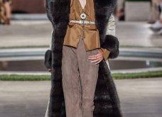 Φώτο-Βίντεο: Ο Fendi για τη νέα του κολεξιόν του ερχόμενου χειμώνα έκοψε τα μαλλιά των κοριτσιών του vintage σαν της Μιρέιγ Ματιέ   - Κυρίως Φωτογραφία - Gallery - Video 18