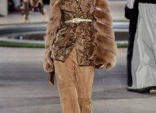 Φώτο-Βίντεο: Ο Fendi για τη νέα του κολεξιόν του ερχόμενου χειμώνα έκοψε τα μαλλιά των κοριτσιών του vintage σαν της Μιρέιγ Ματιέ   - Κυρίως Φωτογραφία - Gallery - Video 19