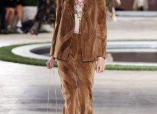 Φώτο-Βίντεο: Ο Fendi για τη νέα του κολεξιόν του ερχόμενου χειμώνα έκοψε τα μαλλιά των κοριτσιών του vintage σαν της Μιρέιγ Ματιέ   - Κυρίως Φωτογραφία - Gallery - Video 21