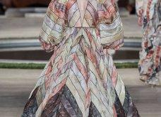 Φώτο-Βίντεο: Ο Fendi για τη νέα του κολεξιόν του ερχόμενου χειμώνα έκοψε τα μαλλιά των κοριτσιών του vintage σαν της Μιρέιγ Ματιέ   - Κυρίως Φωτογραφία - Gallery - Video 54