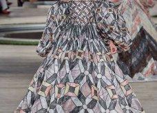 Φώτο-Βίντεο: Ο Fendi για τη νέα του κολεξιόν του ερχόμενου χειμώνα έκοψε τα μαλλιά των κοριτσιών του vintage σαν της Μιρέιγ Ματιέ   - Κυρίως Φωτογραφία - Gallery - Video 55