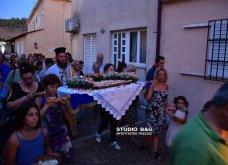 Ατμοσφαιρικές φωτογραφίες μας έστειλε το Ναύπλιο από την κατανυκτική περιφορά του Επιταφίου της Παναγίας με χρώμα από τα Επτάνησα    - Κυρίως Φωτογραφία - Gallery - Video 14