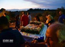 Ατμοσφαιρικές φωτογραφίες μας έστειλε το Ναύπλιο από την κατανυκτική περιφορά του Επιταφίου της Παναγίας με χρώμα από τα Επτάνησα    - Κυρίως Φωτογραφία - Gallery - Video 18