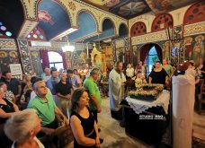 Ατμοσφαιρικές φωτογραφίες μας έστειλε το Ναύπλιο από την κατανυκτική περιφορά του Επιταφίου της Παναγίας με χρώμα από τα Επτάνησα    - Κυρίως Φωτογραφία - Gallery - Video 24
