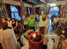 Ατμοσφαιρικές φωτογραφίες μας έστειλε το Ναύπλιο από την κατανυκτική περιφορά του Επιταφίου της Παναγίας με χρώμα από τα Επτάνησα    - Κυρίως Φωτογραφία - Gallery - Video 26