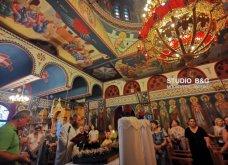 Ατμοσφαιρικές φωτογραφίες μας έστειλε το Ναύπλιο από την κατανυκτική περιφορά του Επιταφίου της Παναγίας με χρώμα από τα Επτάνησα    - Κυρίως Φωτογραφία - Gallery - Video 27