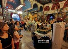 Ατμοσφαιρικές φωτογραφίες μας έστειλε το Ναύπλιο από την κατανυκτική περιφορά του Επιταφίου της Παναγίας με χρώμα από τα Επτάνησα    - Κυρίως Φωτογραφία - Gallery - Video 29