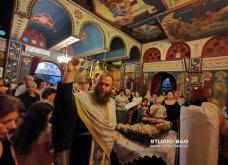 Ατμοσφαιρικές φωτογραφίες μας έστειλε το Ναύπλιο από την κατανυκτική περιφορά του Επιταφίου της Παναγίας με χρώμα από τα Επτάνησα    - Κυρίως Φωτογραφία - Gallery - Video 30