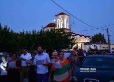 Ατμοσφαιρικές φωτογραφίες μας έστειλε το Ναύπλιο από την κατανυκτική περιφορά του Επιταφίου της Παναγίας με χρώμα από τα Επτάνησα    - Κυρίως Φωτογραφία - Gallery - Video 8