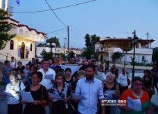 Ατμοσφαιρικές φωτογραφίες μας έστειλε το Ναύπλιο από την κατανυκτική περιφορά του Επιταφίου της Παναγίας με χρώμα από τα Επτάνησα    - Κυρίως Φωτογραφία - Gallery - Video 10