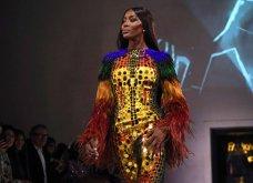 Τα έδωσε όλα η Ναόμι Κάμπελ στην επίδειξη μόδας για φιλανθρωπικό σκοπό - Η κεντρική πασαρέλα (φώτο) - Κυρίως Φωτογραφία - Gallery - Video