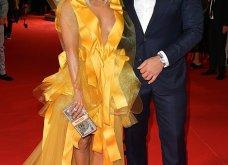 Η Τζένιφερ Λόπεζ μέσα στο κίτρινο φόρεμα -υπερπαραγωγή με κοντό καρέ μαλλί & πόζες με τον αρραβωνιαστικό (φώτο) - Κυρίως Φωτογραφία - Gallery - Video 9