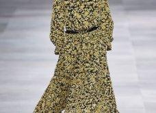 H επίδειξη μόδας της Celine, στο Παρίσι απέδειξε ότι οι Γάλλοι σε ντύνουν σικ ακόμα και με τζιν (φώτο) - Κυρίως Φωτογραφία - Gallery - Video 34