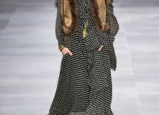 H επίδειξη μόδας της Celine, στο Παρίσι απέδειξε ότι οι Γάλλοι σε ντύνουν σικ ακόμα και με τζιν (φώτο) - Κυρίως Φωτογραφία - Gallery - Video 50