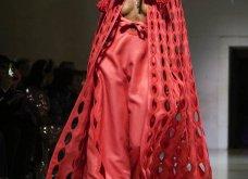 Τα έδωσε όλα η Ναόμι Κάμπελ στην επίδειξη μόδας για φιλανθρωπικό σκοπό - Η κεντρική πασαρέλα (φώτο) - Κυρίως Φωτογραφία - Gallery - Video 38
