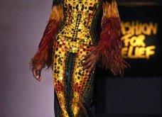 Τα έδωσε όλα η Ναόμι Κάμπελ στην επίδειξη μόδας για φιλανθρωπικό σκοπό - Η κεντρική πασαρέλα (φώτο) - Κυρίως Φωτογραφία - Gallery - Video 47