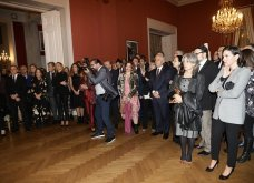 Ο Γιώργος Αρχιμανδρίτης αξιωματούχος των γαλλικών γραμμάτων & τεχνών - Στην τελετή η Μαρέβα Μητσοτάκη & η Φοίβη Αγγελοπούλου (φώτο) - Κυρίως Φωτογραφία - Gallery - Video 24