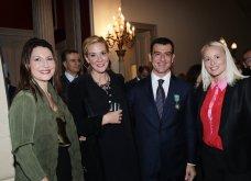 Ο Γιώργος Αρχιμανδρίτης αξιωματούχος των γαλλικών γραμμάτων & τεχνών - Στην τελετή η Μαρέβα Μητσοτάκη & η Φοίβη Αγγελοπούλου (φώτο) - Κυρίως Φωτογραφία - Gallery - Video 32