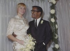 1960: Ο μαύρος Σάμι Ντέιβις παντρεύεται την κατάξανθη Σουηδέζα του May Britt - Σάλος αφού απαγορεύονταν οι γάμοι λευκών με μαύρους (φώτο) - Κυρίως Φωτογραφία - Gallery - Video 12