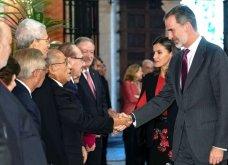 Η βασίλισσα της Ισπανίας Λετίσια στη Σεβίλλη: Υπέροχο μαύρο-κόκκινο look - αφιέρωμα στην Ανδαλουσία (φώτο)   - Κυρίως Φωτογραφία - Gallery - Video 11